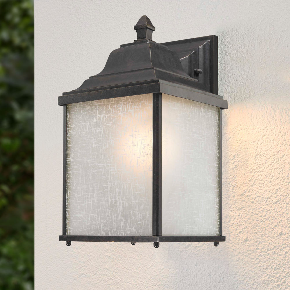 Colonial Style Outdoor Wall Lantern